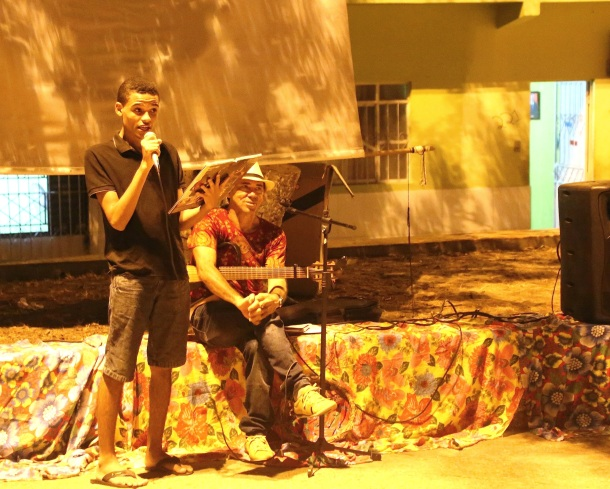 Rafael Varão from the Rivers of Meeting network reads the poem 'Black Consciousness', accompanied by Javier di Mar-y-Abá of AESSPA.